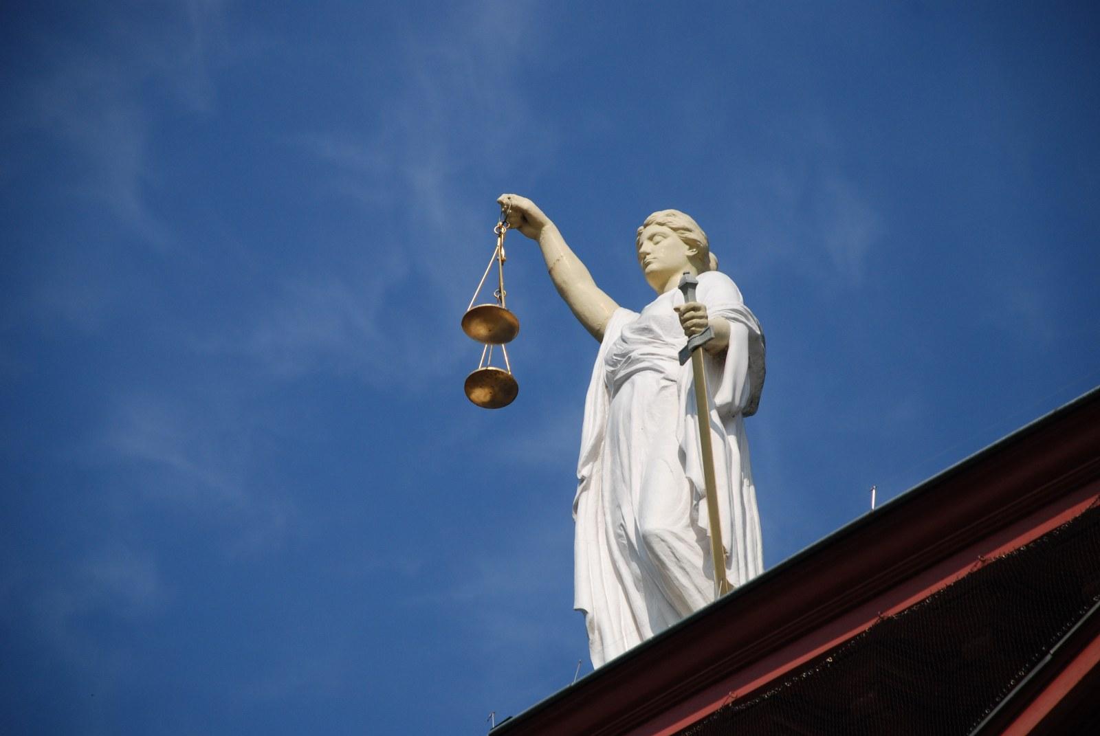 case-law-677940_1600x1071